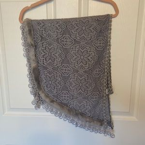 LACE SCARF WITH FAUX FUR DETAIL